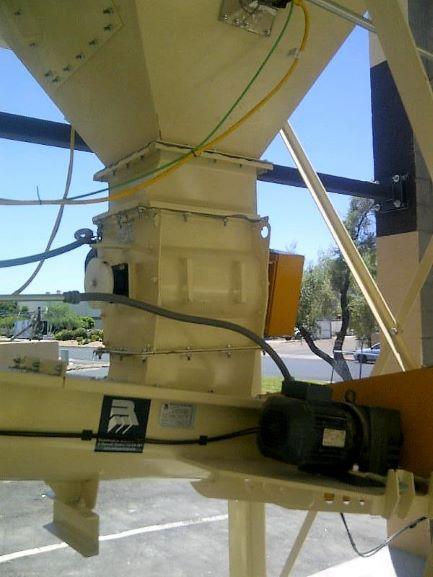 Kernic airlock and screw conveyor